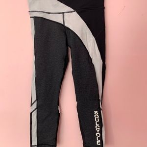 (SOULCYCLE) Black and white colorblock legging